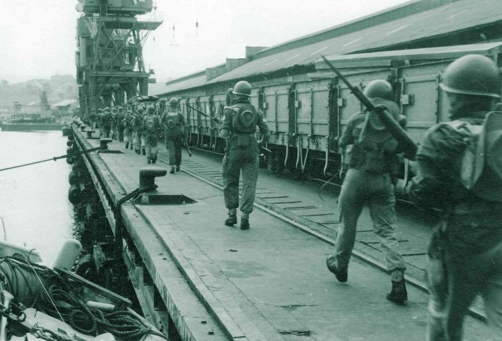 Les Chasseurs ardennais débarquent à Matadi.