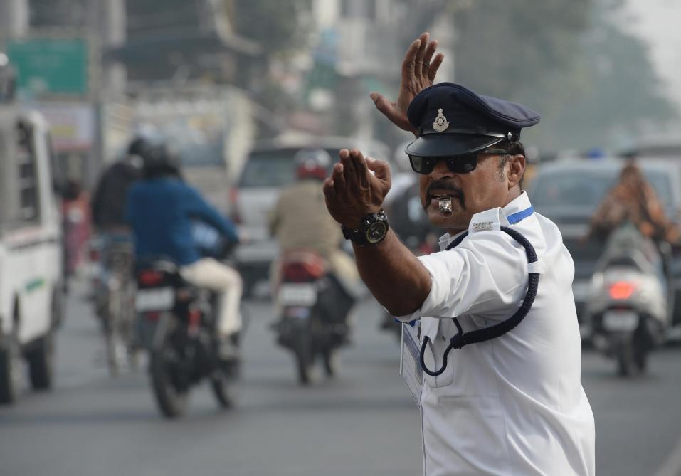 Ce policier, qui se prend pour Michael Jackson, fait sensation sur la Toile B9714258494Z.1_20171228094119_000+GELADH4N9.1-0