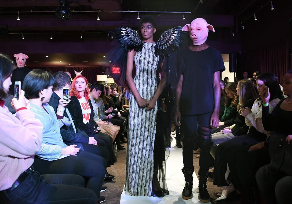 À la Fashion Week de New York, une designer fait défiler des victimes d'agressions sexuelles