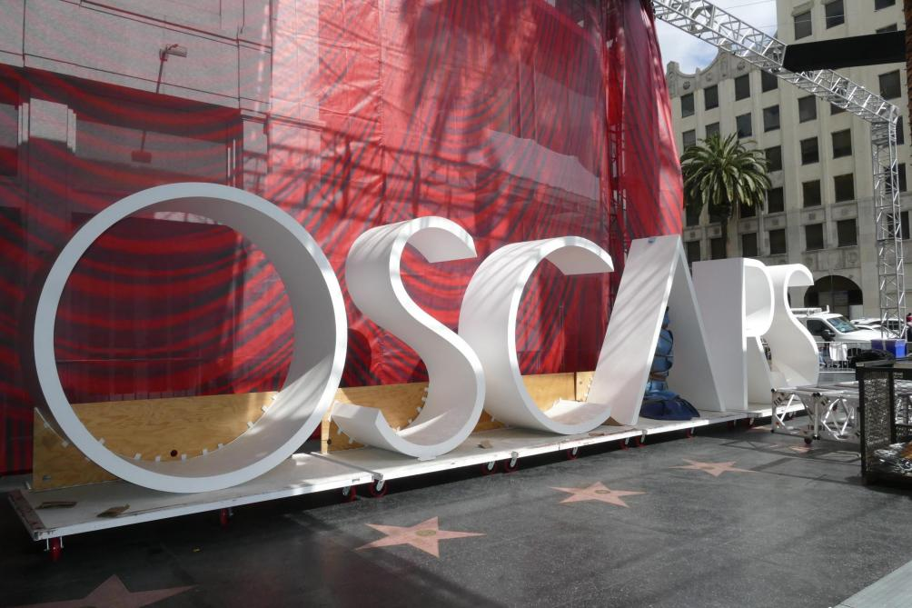 Une statue de Harvey Weinstein en peignoir sur Hollywood Boulevard