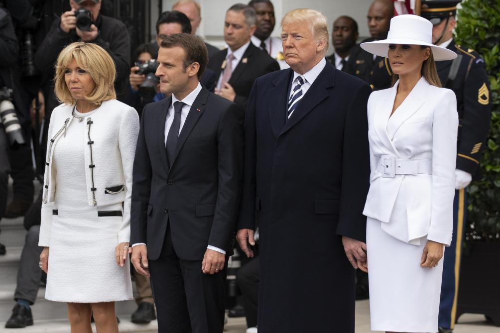 Etats-Unis Le petit doigt de Donald laisse Melania de marbre