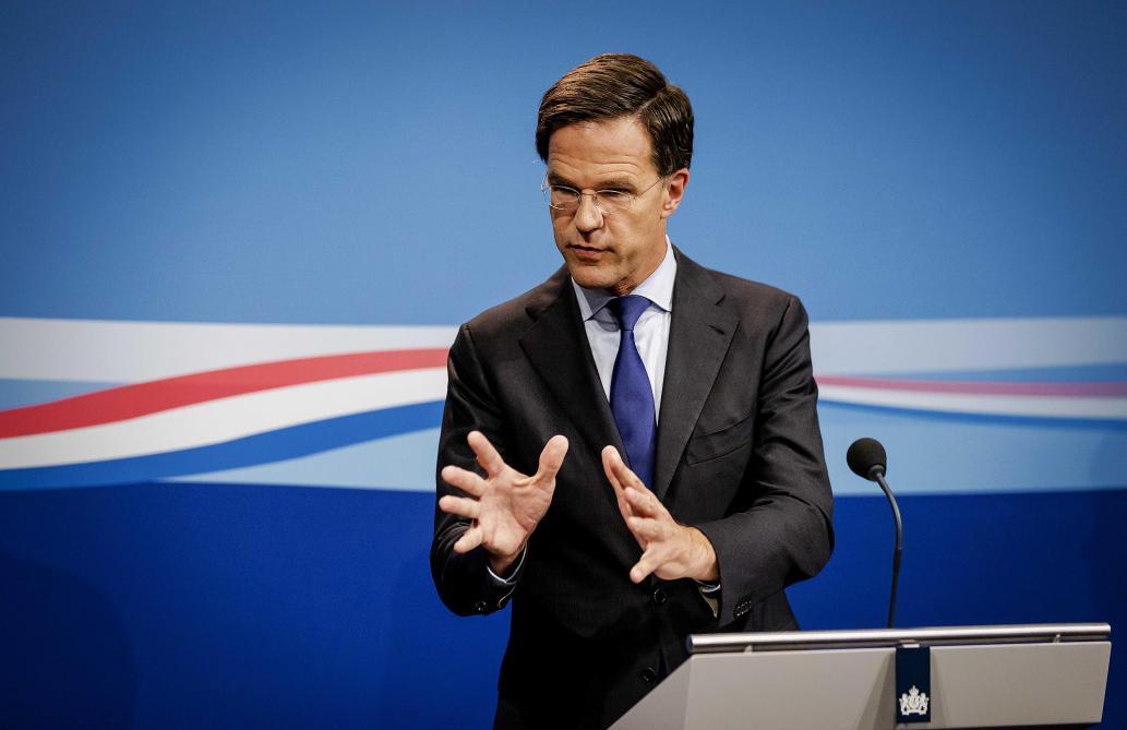 Vidéo- Le Premier ministre des Pays-Bas passe la serpillière au Parlement