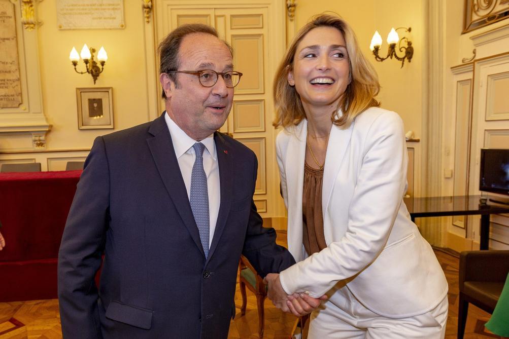 Julie Gayet A Craque Pour Francois Hollande Grace A Son Humour Legendaire Soirmag