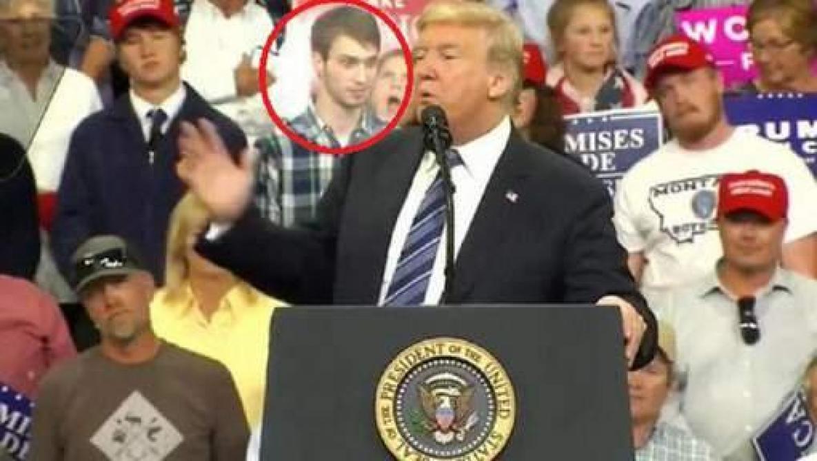 Un étudiant lui vole la vedette lors d'un meeting (vidéo) — Donald Trump