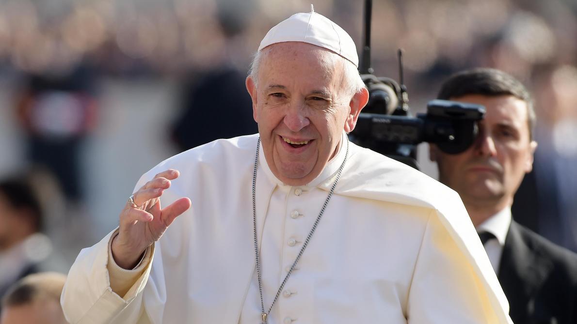 Le pape François interrompu en pleine audience par un enfant curieux — Vatican