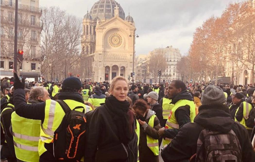Uma Thurman repérée parmi les manifestants à Paris — Gilets jaunes