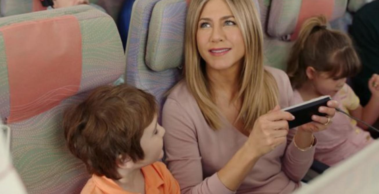 Son voyage surprise débute par un atterrissage d'urgence — Jennifer Aniston