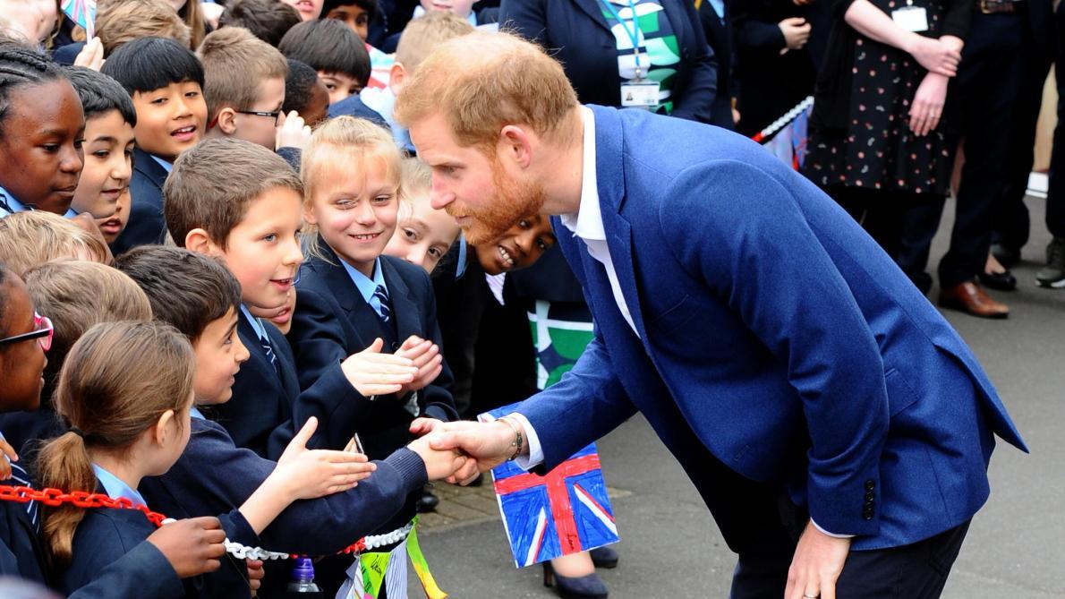 Quand un petit garçon rencontre le Prince Harry mais est persuadé qu'il ne s'agit pas du vrai (vidéo)