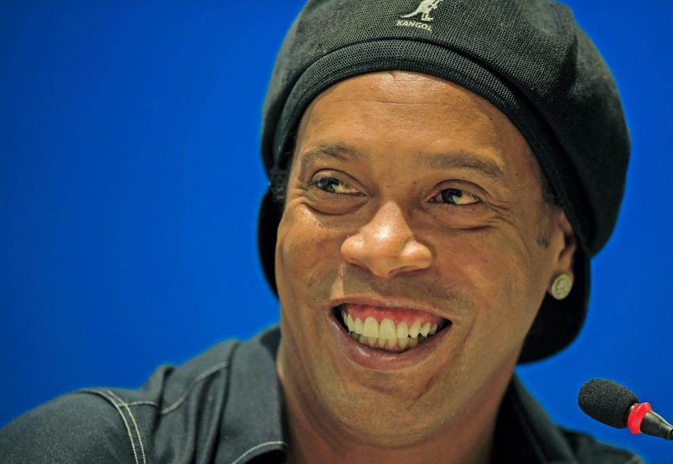 Après ses dribbles endiablés, Ronaldinho montre ses talents... de rappeur (vidéo)