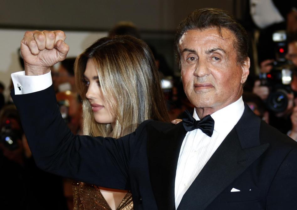 Festival de Cannes: Silvester Stallone joue les gros bras sur le tapis rouge (photos et vidéo)