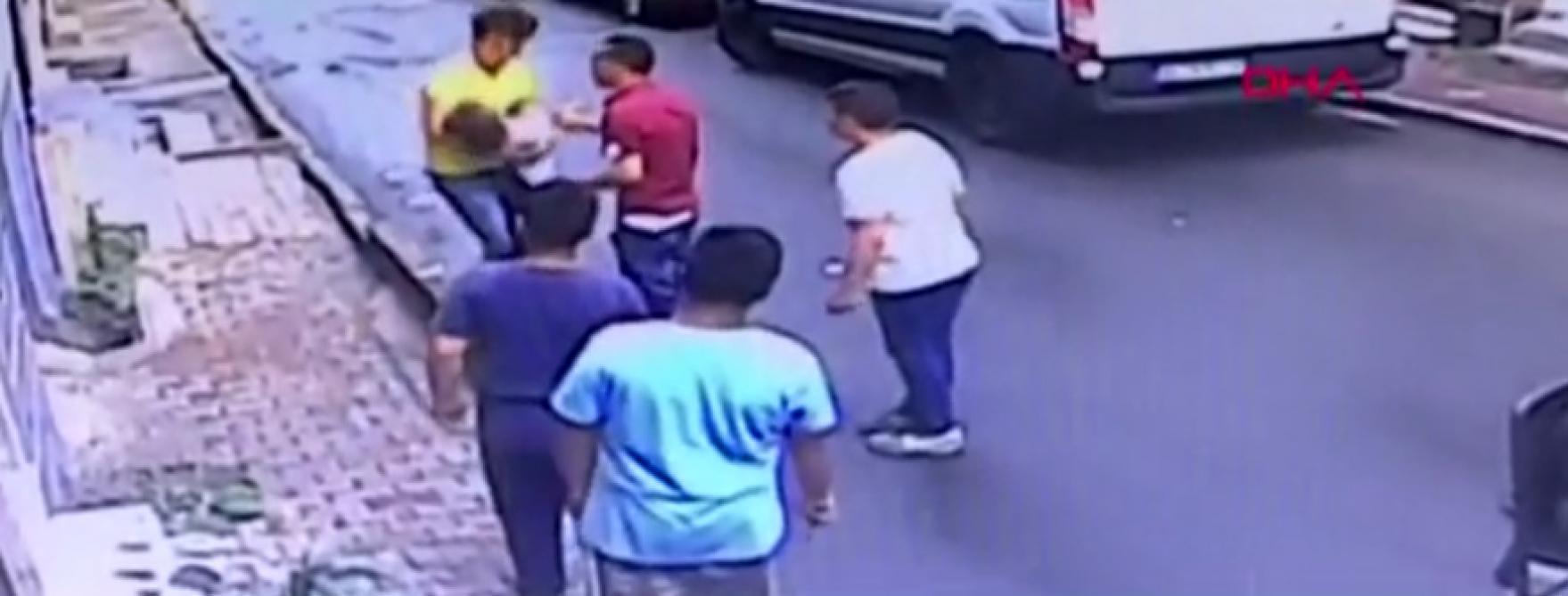 Istanbul: un adolescent sauve de justesse une fillette tombée du 2e étage d'un immeuble (vidéo)