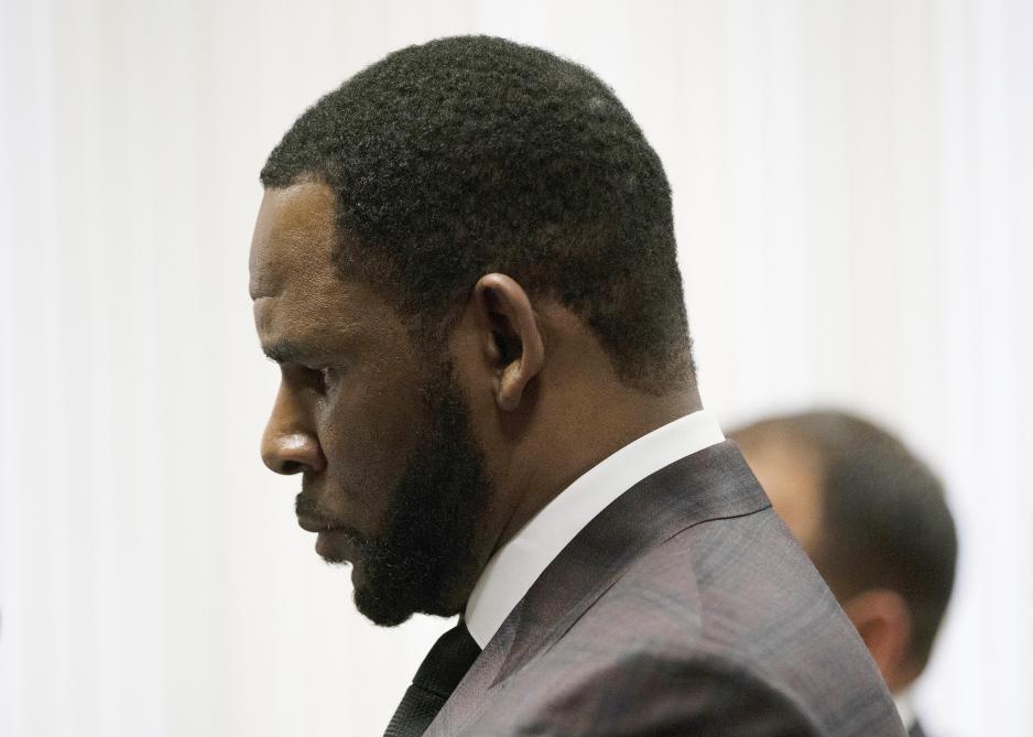 Accusé de pédophilie, R. Kelly derrière les verrous