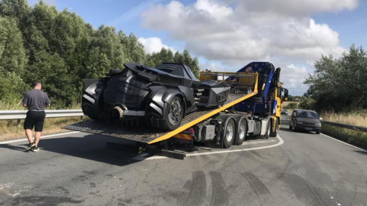 Une batmobile victime d'un accident en France (photos)