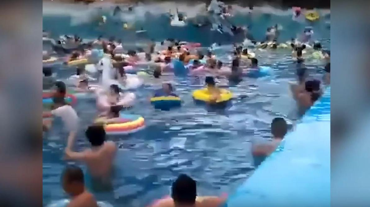 Transformer Son Bassin En Piscine Énorme frayeur en chine: une piscine à vagues se transforme
