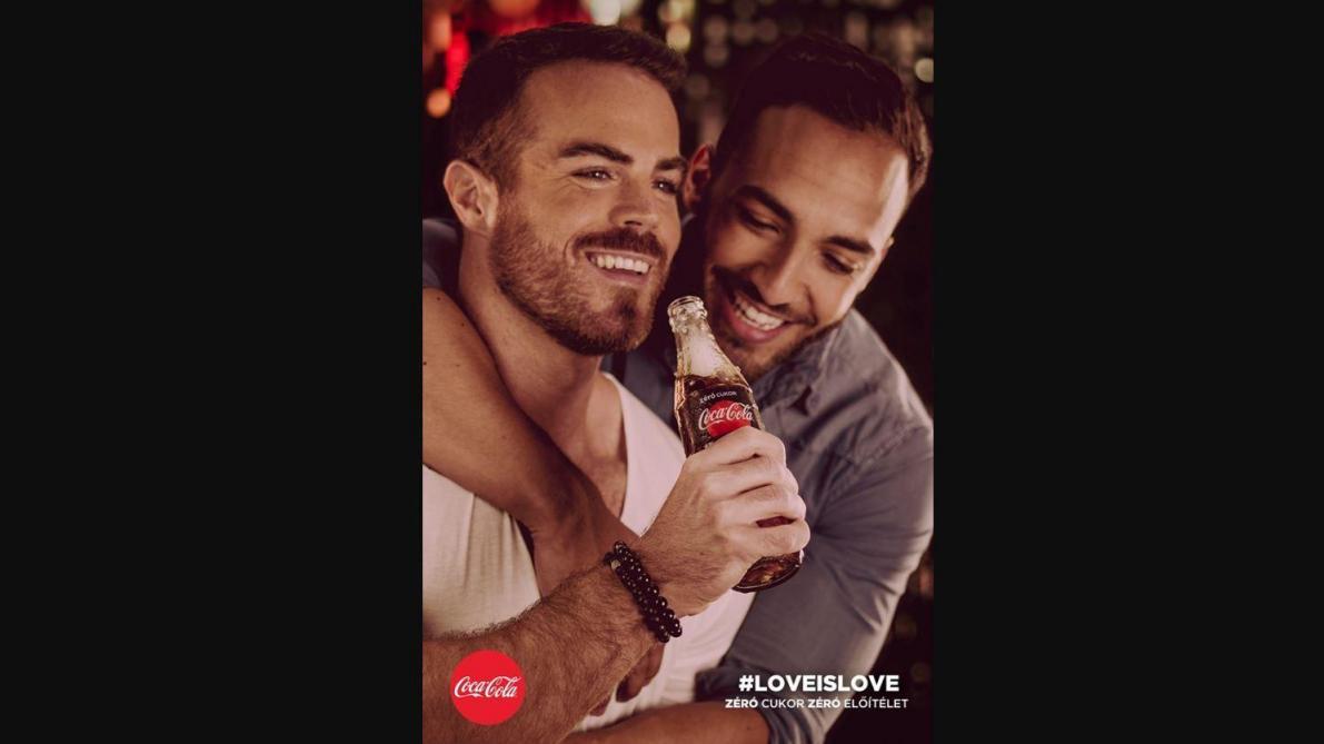 Colère, boycott et pétition: en Hongrie, des publicités Coca-Cola avec des couples homosexuels font polémique