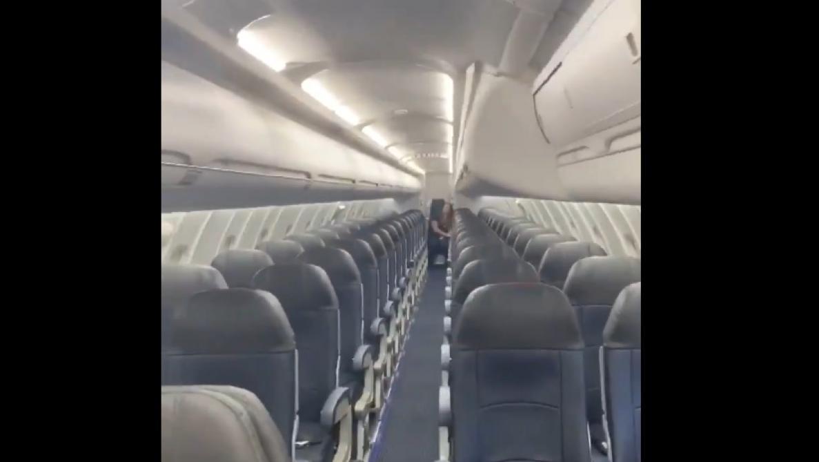 Un Américain se retrouve seul passager sur son vol (vidéo)
