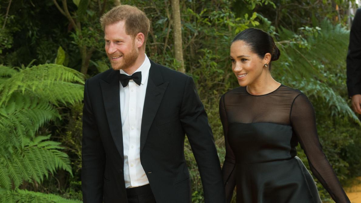Trois jets privés en une semaine: Meghan Markle et le prince Harry sous le feu des critiques mais défendus par Elton John