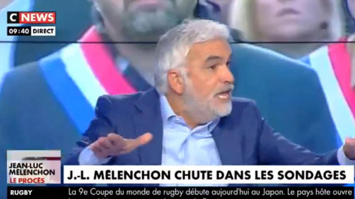 Sur le plateau de CNews, Pascal Praud pète les plombs en direct: «On est chez les mabouls» (vidéos)