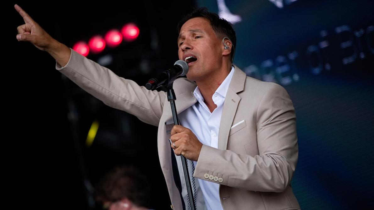 Après le succès, la descente aux enfers: Nathan Moore, chanteur des «Worlds Apart», raconte (vidéos)