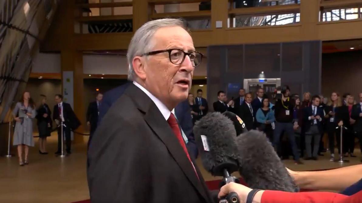 Jean-Claude Junker s'emporte face à un journaliste qui l'interroge sur le Brexit: «Je suis en train de parler» (vidéo)