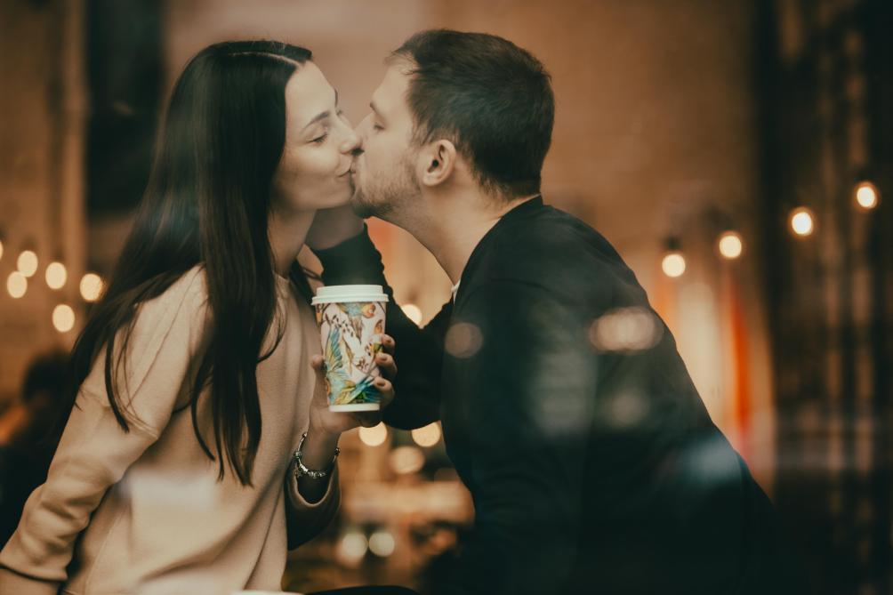 Peut-on s'embrasser lors du premier rendez-vous?
