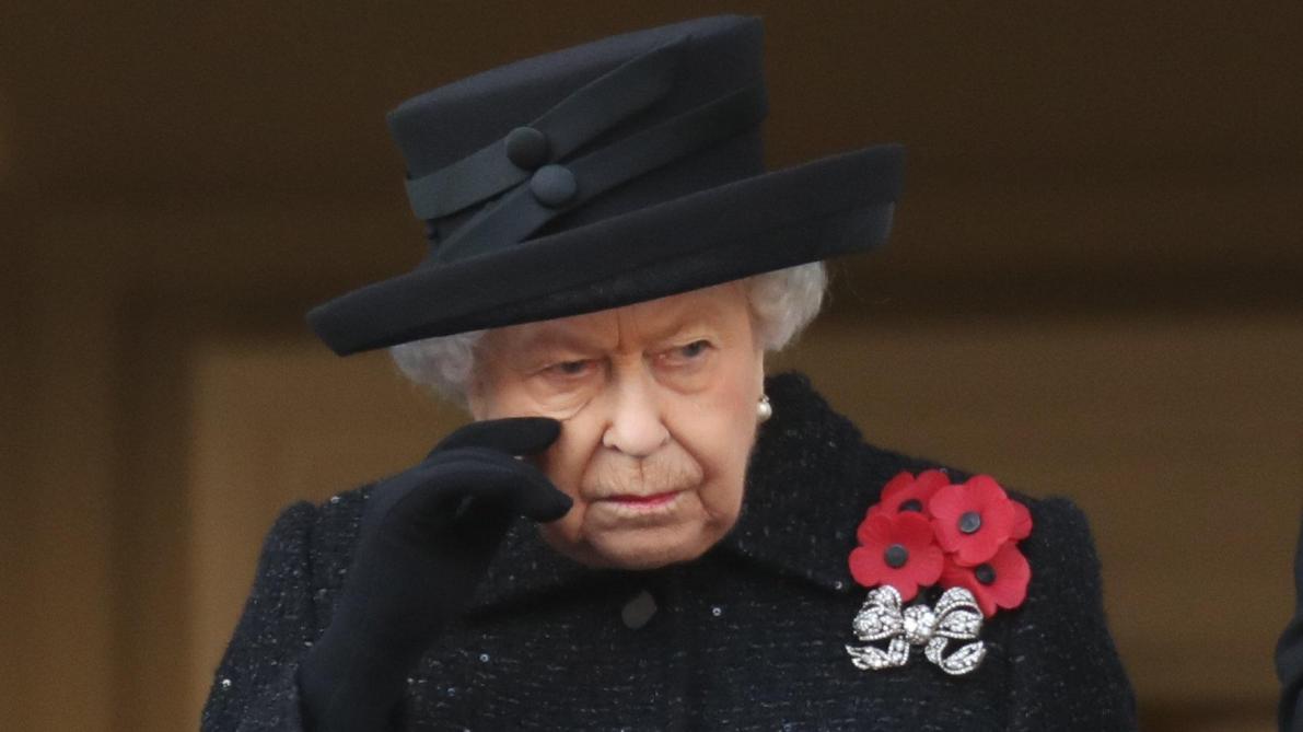 La reine d'Angleterre craque et essuie une larme: la scène qui émeut tout un pays