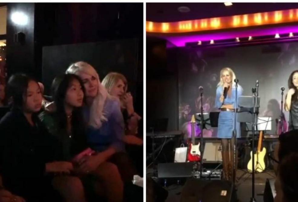 Émue et voix tremblante, Laeticia lui rend hommage sur scène — Johnny Hallyday