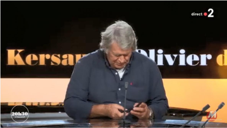 Son téléphone sonne en direct, la Toile amusée — Olivier de Kersauson