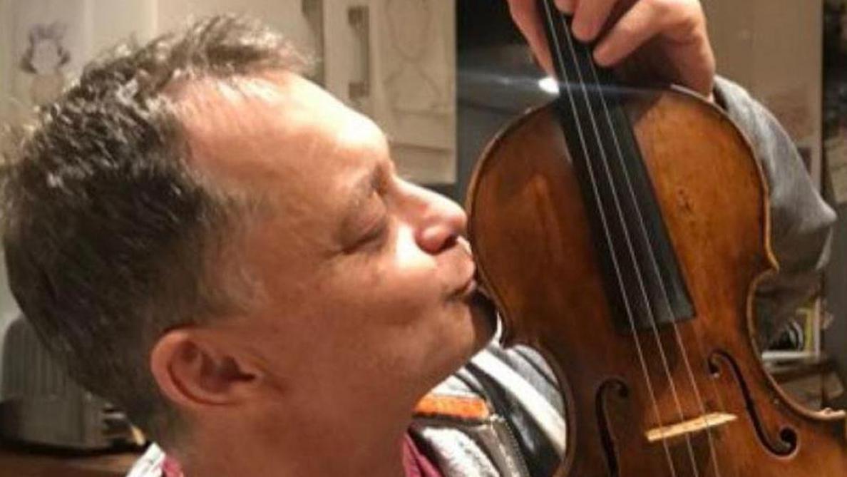 Miracle, il retrouve son violon de grande valeur grâce à la magie des réseaux sociaux
