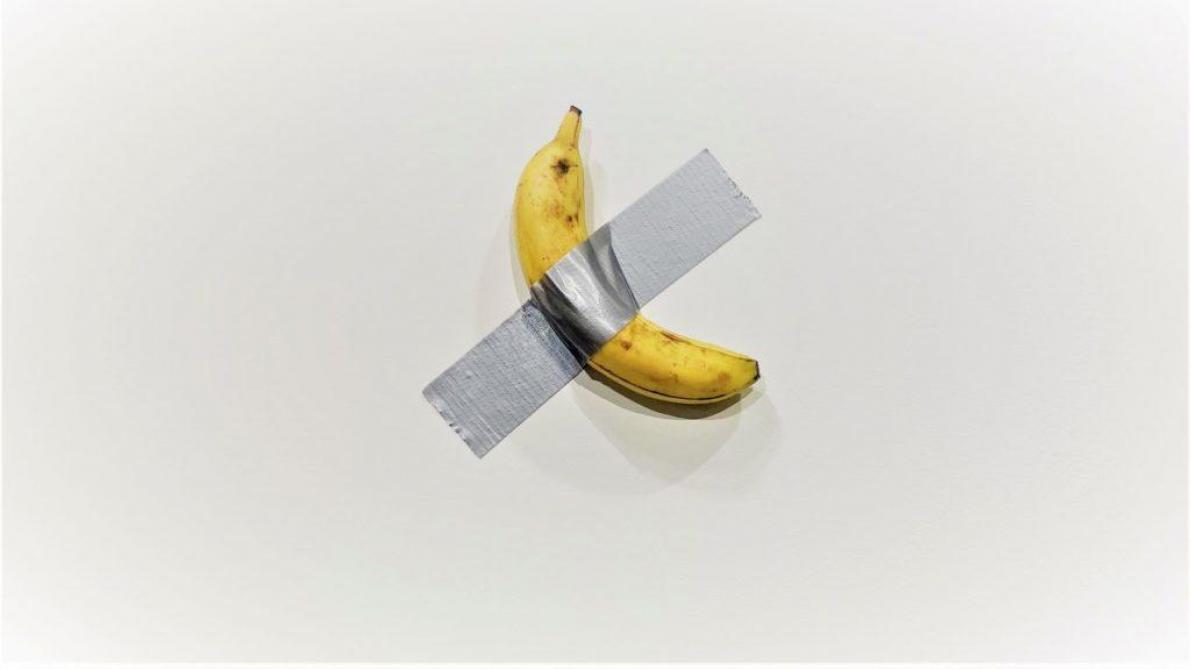 Un artiste italien scotche une banane au mur: son œuvre d'art se négocie à 120.000 dollars