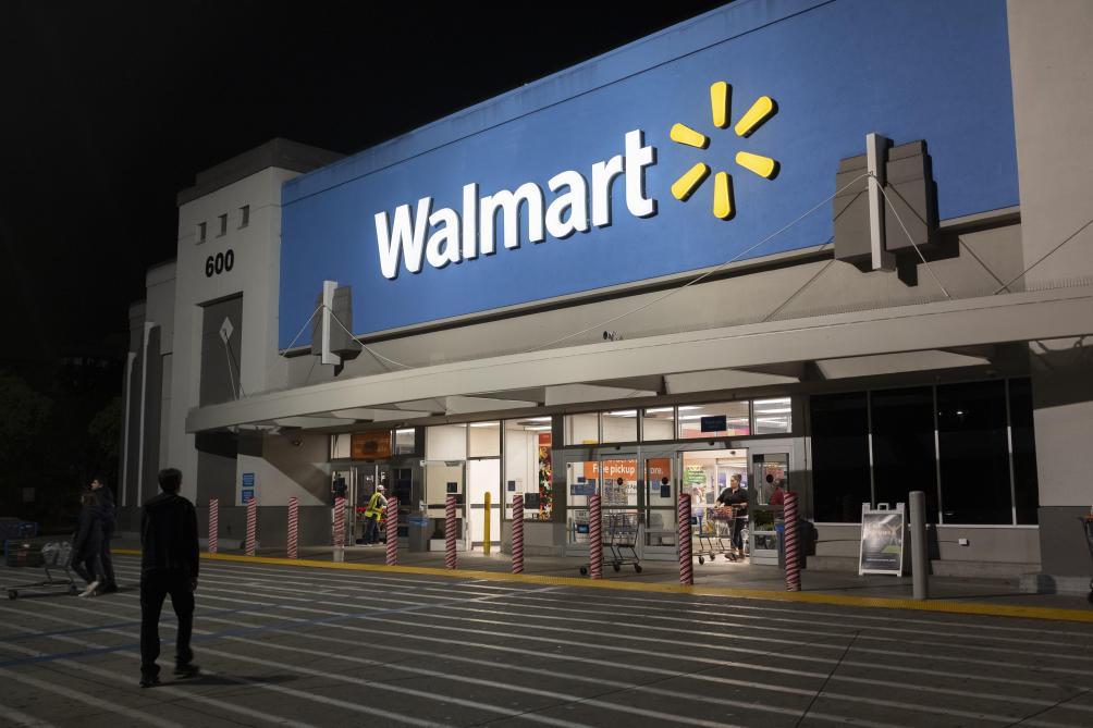 Quand un Père Noël cocaïnomane se retrouve sur un pull vendu en ligne sur Walmart (photo)