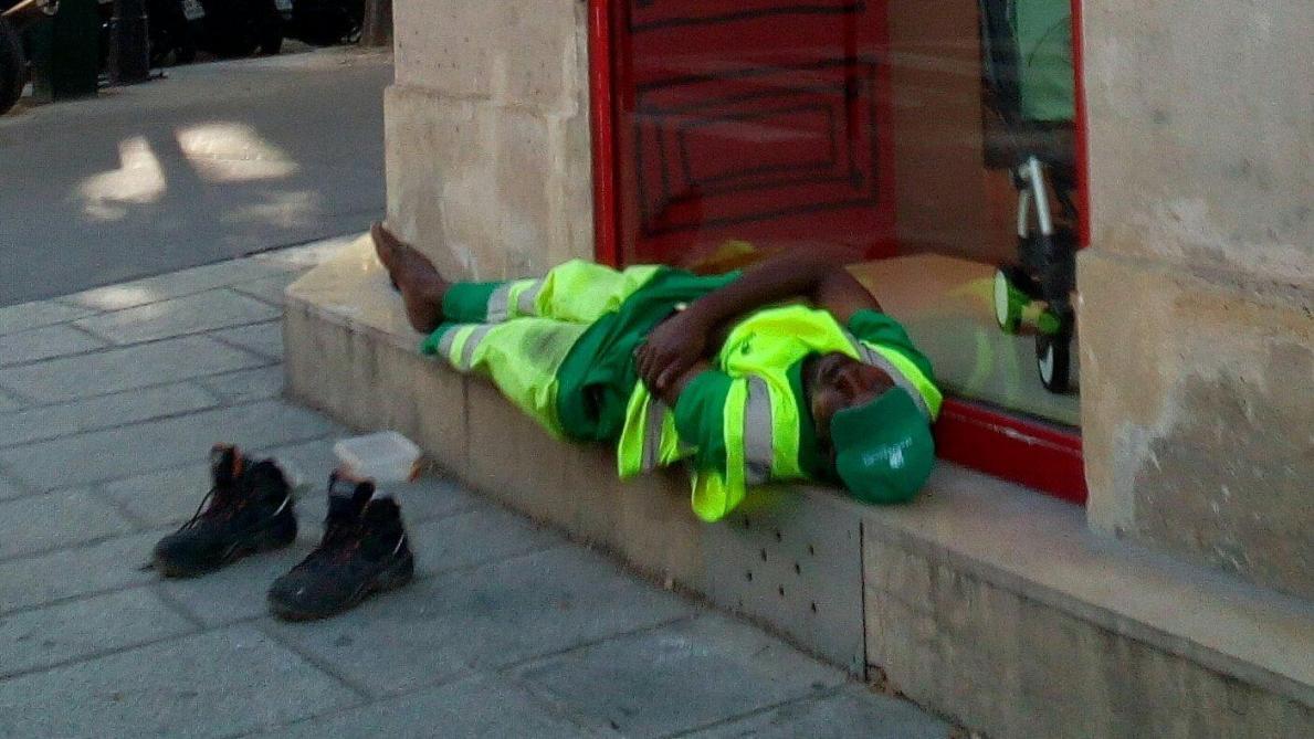 Paris : L'éboueur licencié veut poursuivre la photographe…