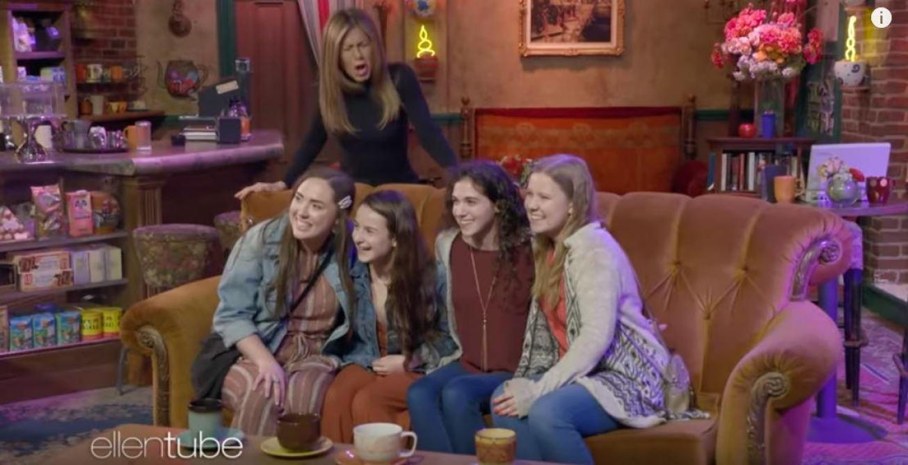 « Friends » : Jennifer Aniston surprend ses fans dans les studios Warner Bros (vidéo)