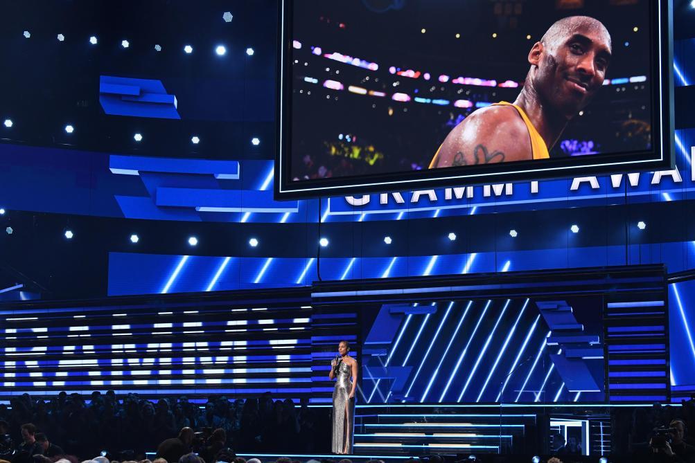 Grammy Awards: Alicia Keys rend un vibrant hommage à la star de basket décédée Kobe Bryant (vidéo)