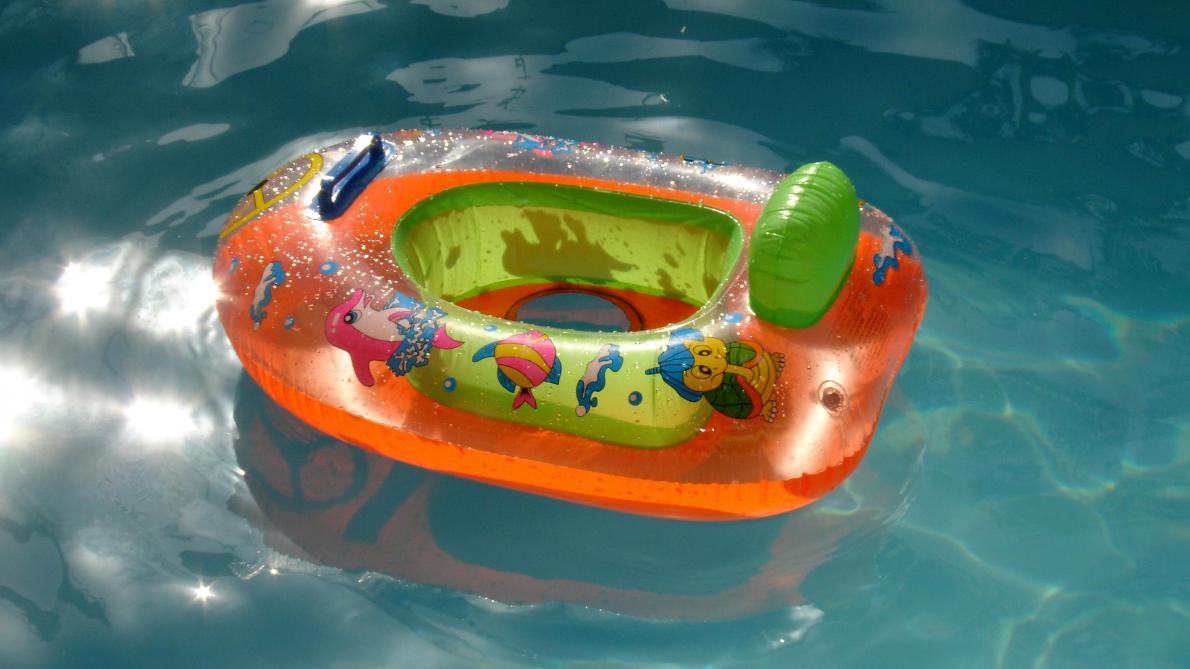 En France, ils transforment leur salon en piscine pour une «pool party» et inondent l'immeuble