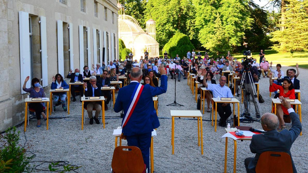 Le conseil municipal très bucolique et «au jardin» de Gradignan en Gironde (vidéo)