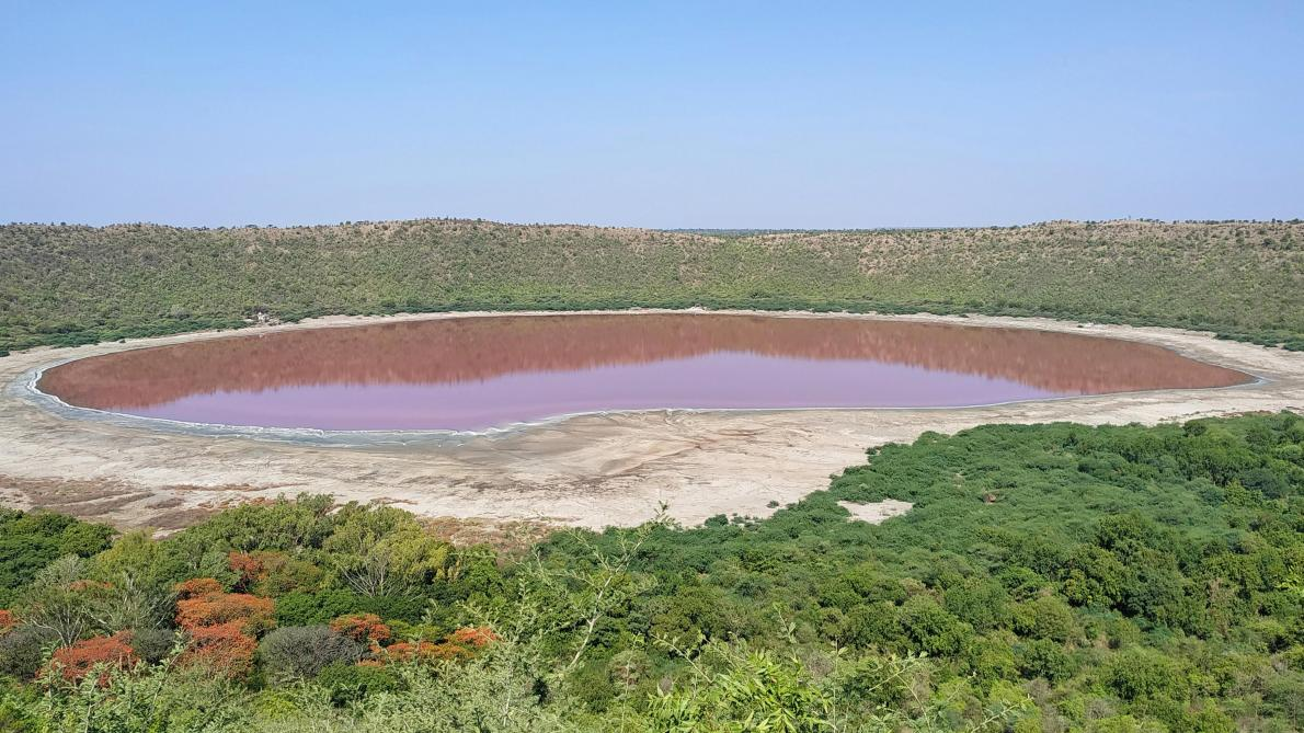 Un lac change de couleur et vire au rose en Inde (photo)