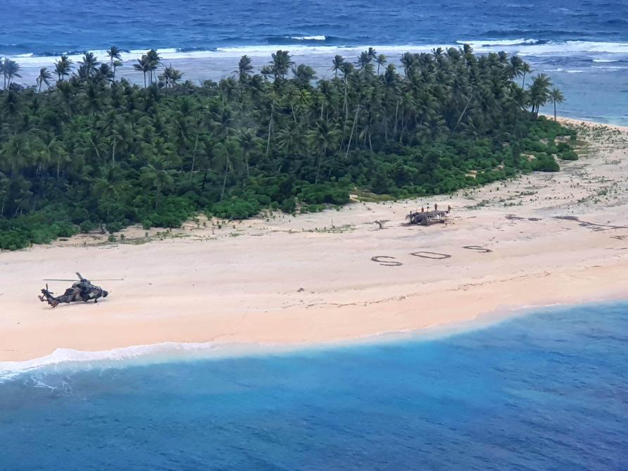 Trois naufragés secourus grâce à un SOS tracé sur le sable — Micronésie