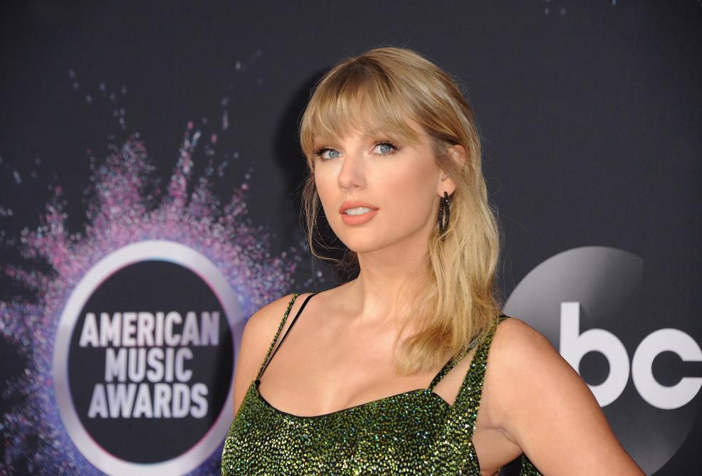 Taylor Swift s'excuse après des accusations de plagiat — Fashion