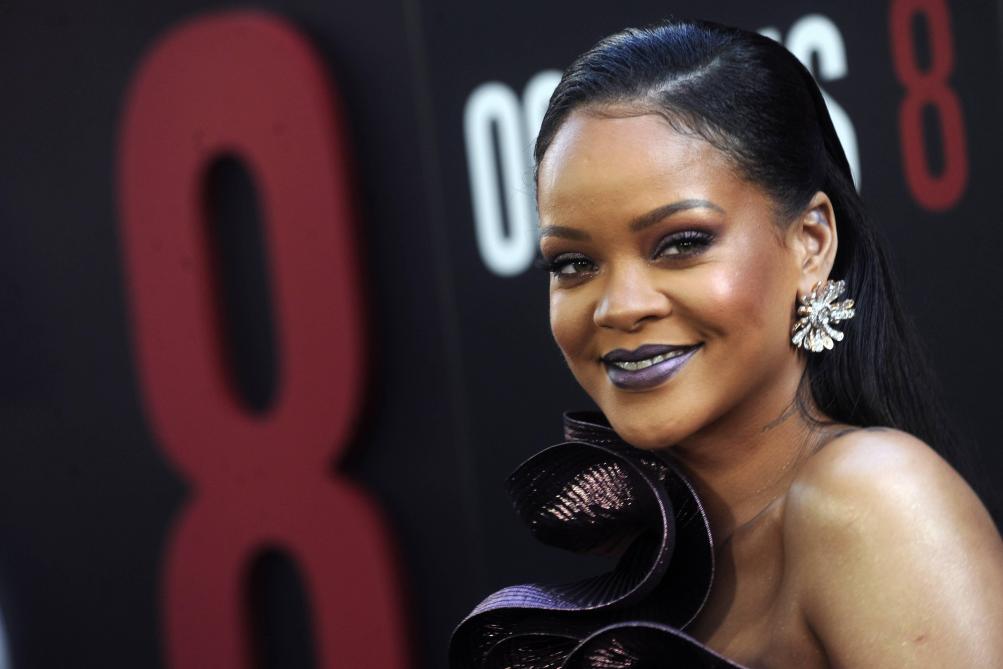 Victime d'un accident de scooter électrique, la star rassure ses fans — Rihanna