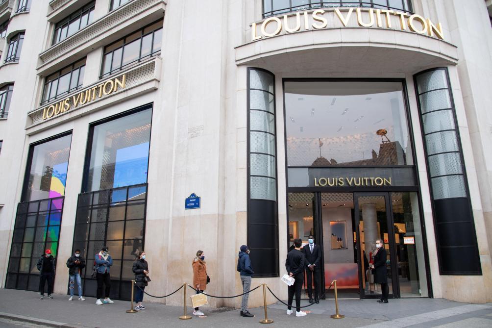 Louis Vuitton conçoit une visière de protection de luxe — Coronavirus