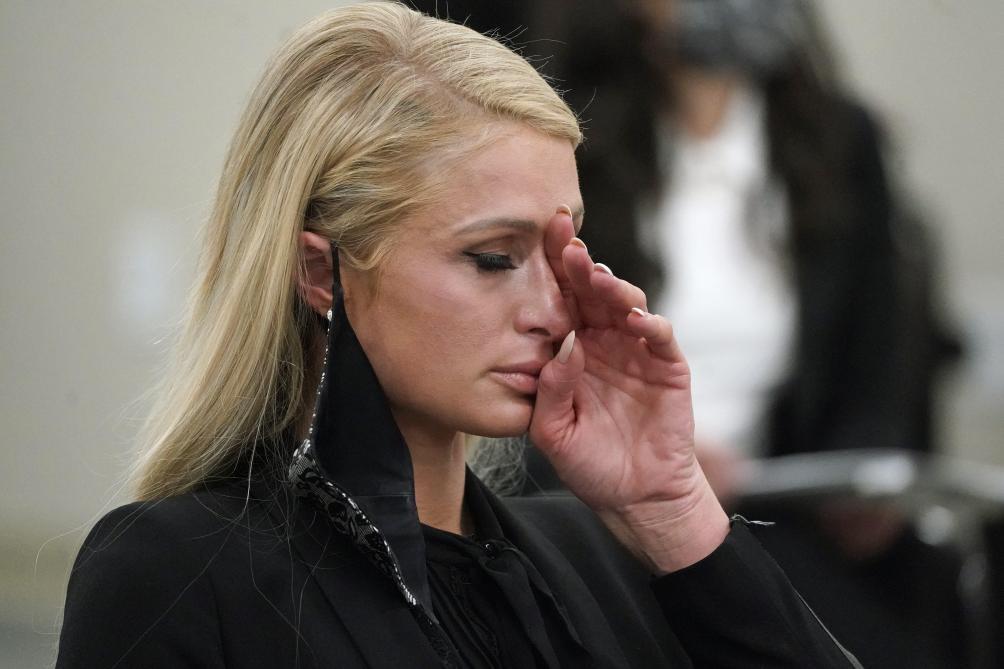Paris Hilton témoigne des abus dont elle a été victime durant son adolescence en internat - Le Soir