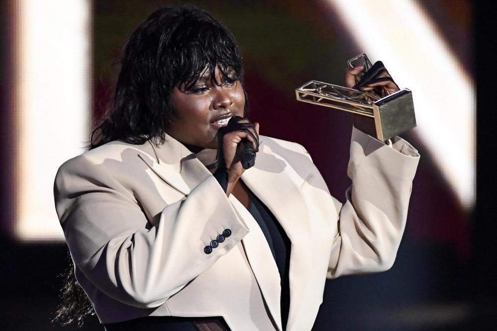 « Le chemin est long en tant que femme oubliée de la société» : le discours engagé d'Yseult aux « Victoires de la musique » - Le Soir