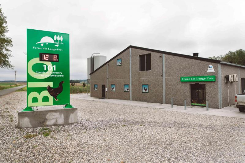 La Ferme des Longs-Prés est spécialisée dans la production d'œufs biologiques.