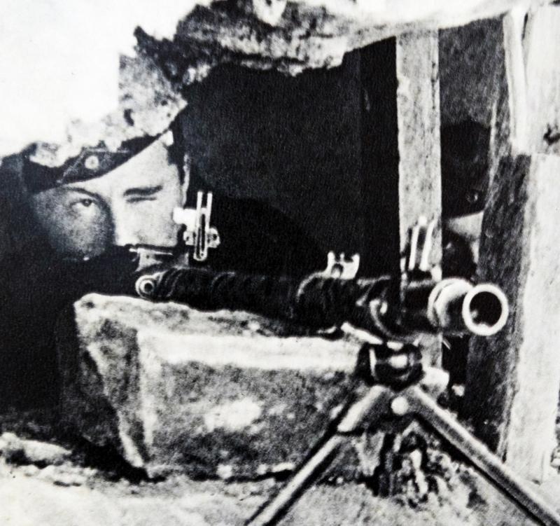 Léon Degrelle a participé à de nombreux combats, il a même été blessé cinq fois. Il n'hésitait pas à se mettre en scène.