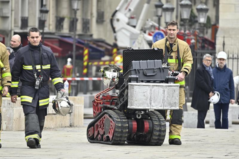 Comment fonctionne Colossus, le robot des pompiers de Paris ?